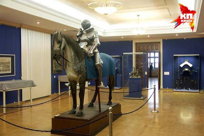 А может быть, сделать селфи с музейным рыцарем? архив КП А ты сделал свое музейное селфи?