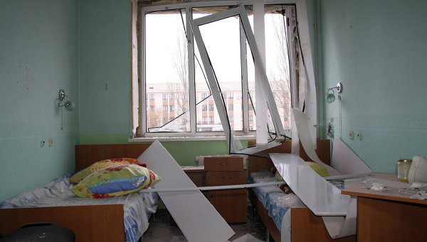 Палата в донецкой больнице, пострадавшей от обстрела вооруженных сил Украины. Архивное фото