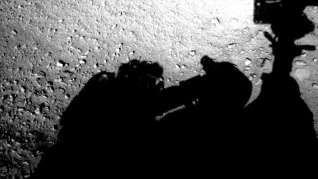 Марсоход Curiosity запечатлел «инопланетянина»