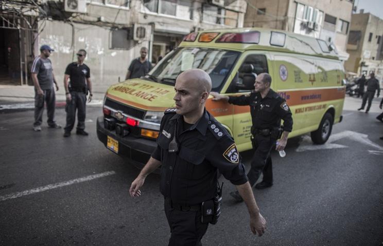 Преступник, напавший на пассажиров автобуса в Тель-Авиве, ранил до 10 человек