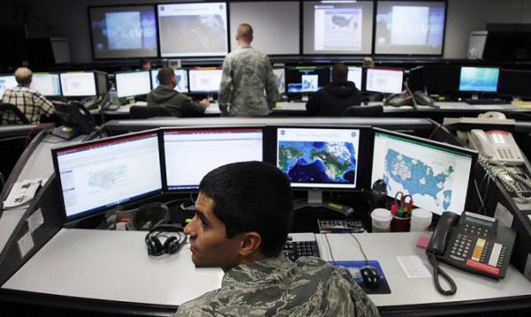 Британия создает армию для ведения психологической войны в Facebook и Twitter
