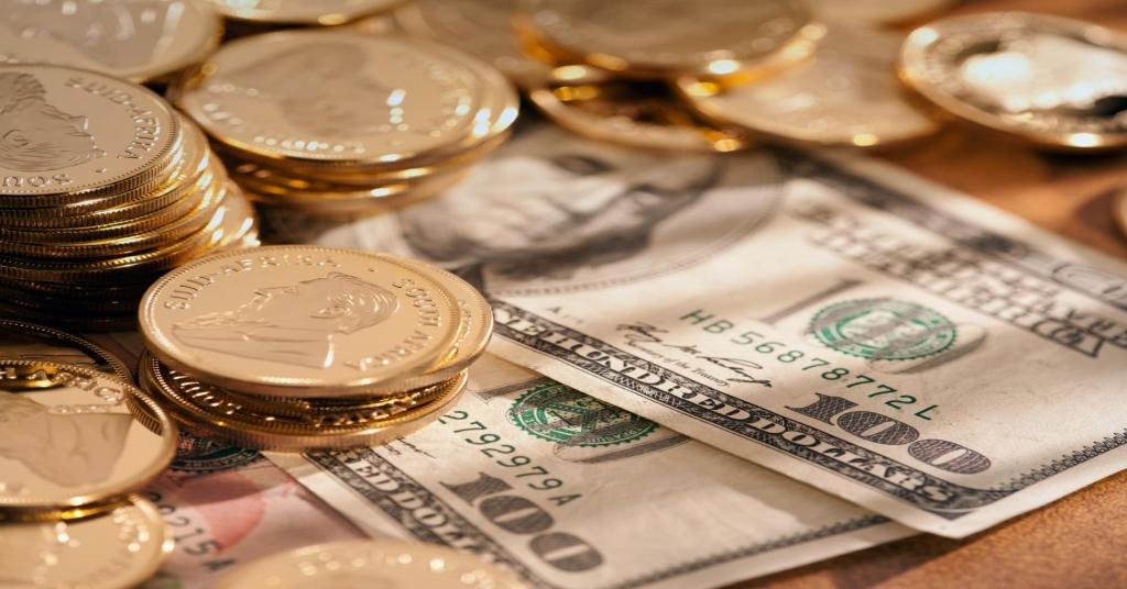 Межбанковский валютный рынок открылся некоторым падением гривны.