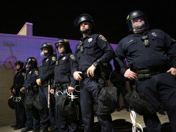 Полицейский в Калифорнии ранил подростка, угрожавшего ему оружием
