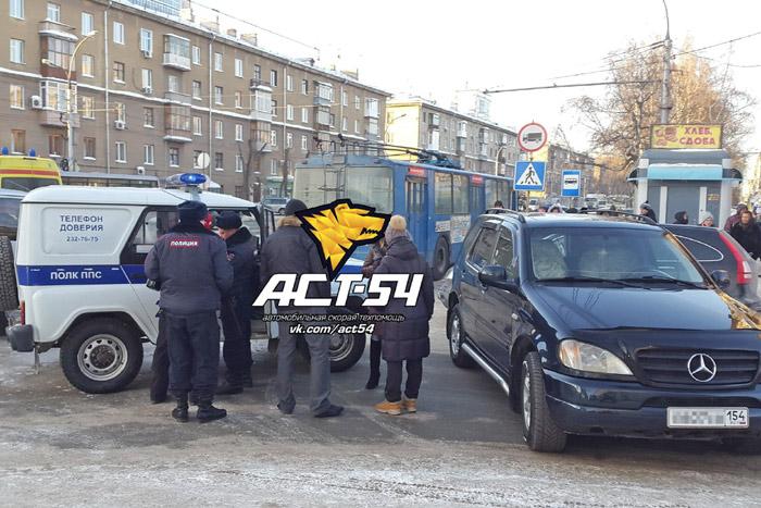 Фото Новосибирской службы эвакуации «АСТ-54»