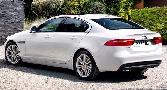 Британский автопроизводитель Jaguar на Североамериканском автосалоне в Детройте представил новое поколение седана XE. Автомобиль поступит в