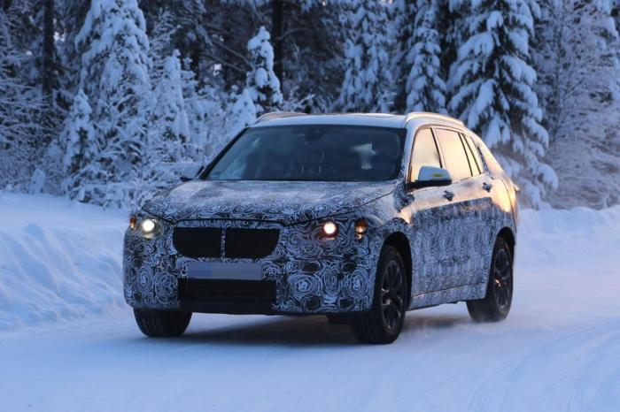 Фотошпионы поймали обновленный BMW X1 во время тестовых испытаний