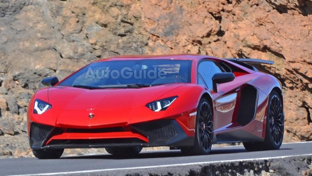 Фронтальная часть Lamborghini Aventador SV