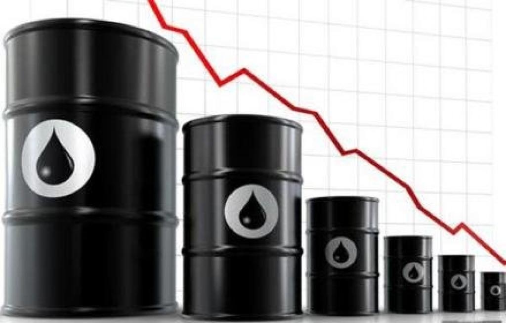 Нефть возобновила снижение на сигналах из Саудовской Аравии