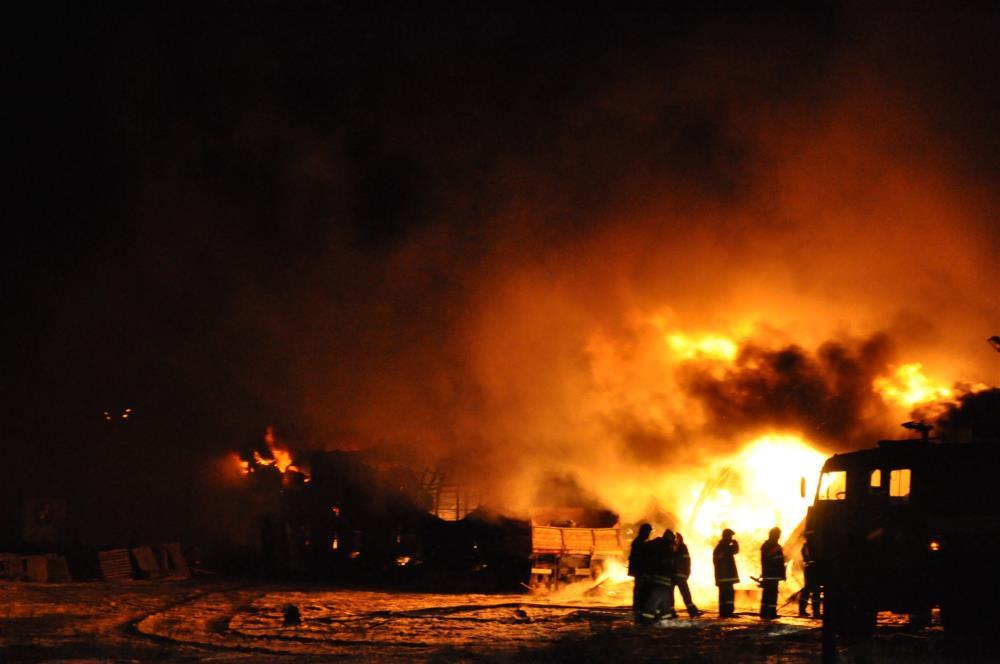 В Клину на обувном складе локализовали пожар площадью более 4 тыс. кв.м