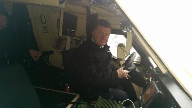 Порошенко испытал новый украинский бронетранспортер