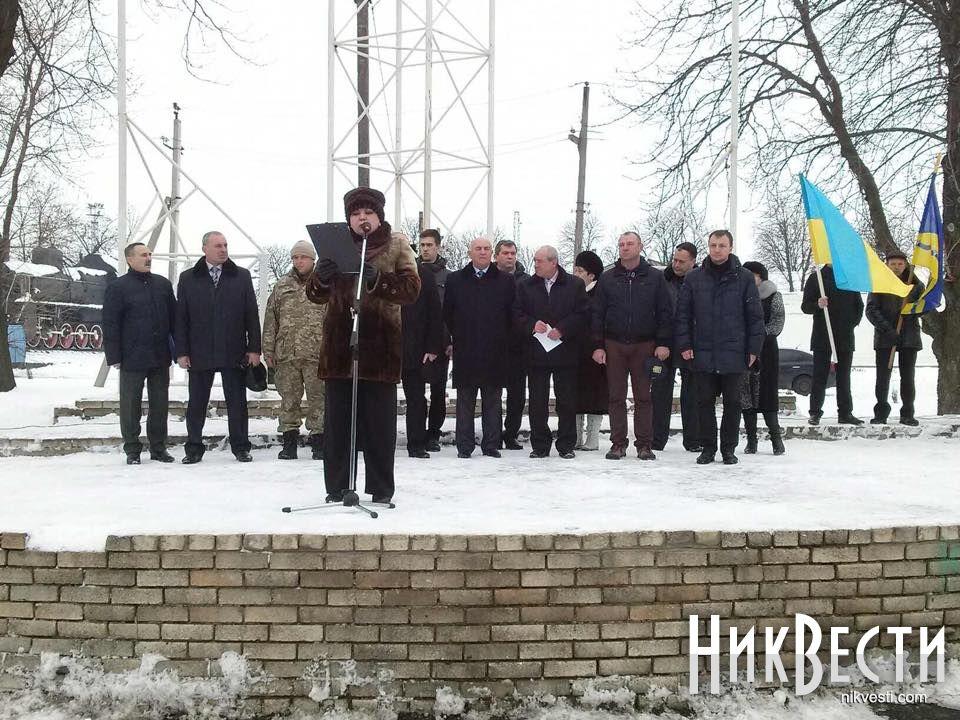 Порошенко взял с собой в Давос часть корпуса обстрелянного автобуса под Волновахой