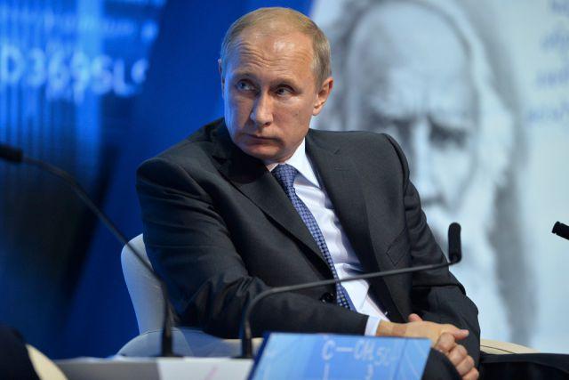 По словам президента, власти обязаны сдерживать рост цен на товары первой необходимости: Владимир Пу