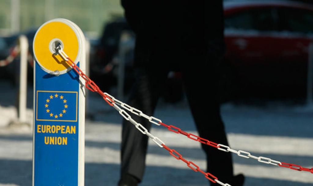 Главы МИД стран ЕС согласились продлить санкции против РФ на полгода