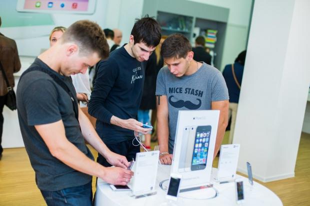 Рынок мобильных телефонов в России вырос благодаря Apple и B-брендам