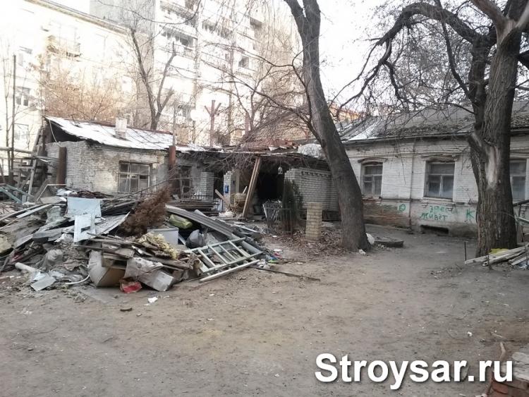 В 711 аварийных домах из 876 в Саратовской области еще не начинали расселение