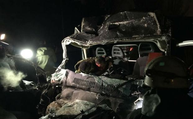 В Донецке джип боевиков протаранил автобус