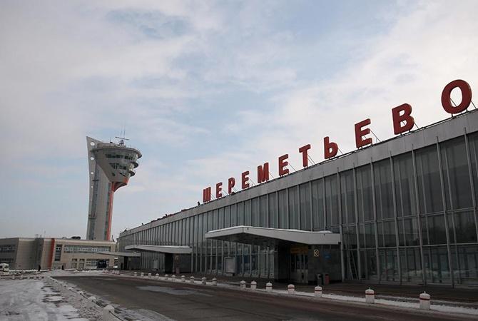 В Москве никого не выпускают из самолета с пассажиром, у которого признаки Эболы /Р