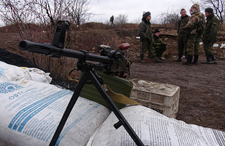 Военнослужащие ДНР несут вахту на позициях на въезде в Горловку.